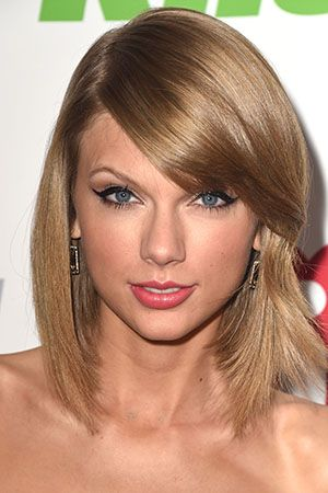 5 Taylor Swift Makeup Looks That Are Perfect For Any Black Outfit