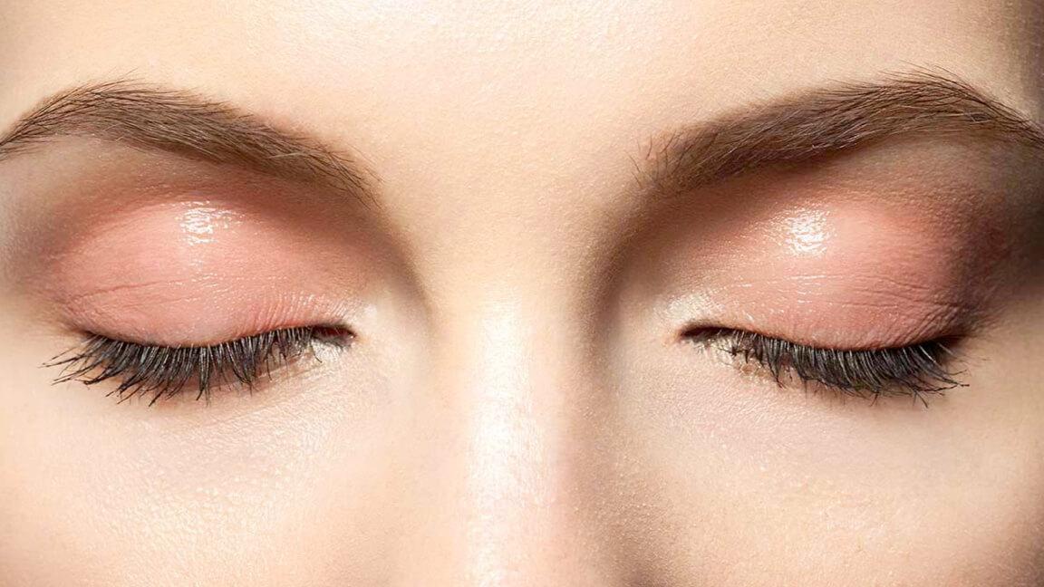 Trending Coral Eye Makeup Look