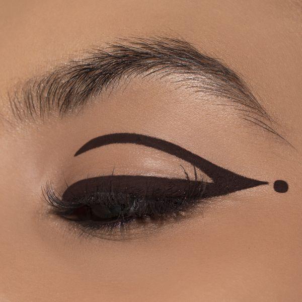 Cut Crease Eyeliner Look