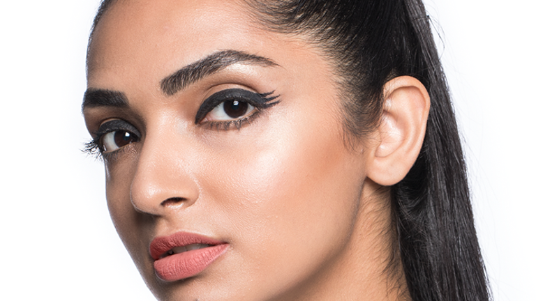 feathered-eyeliner-trend