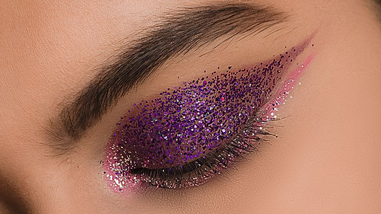 glitter-and-graphic-eyeliner-trend