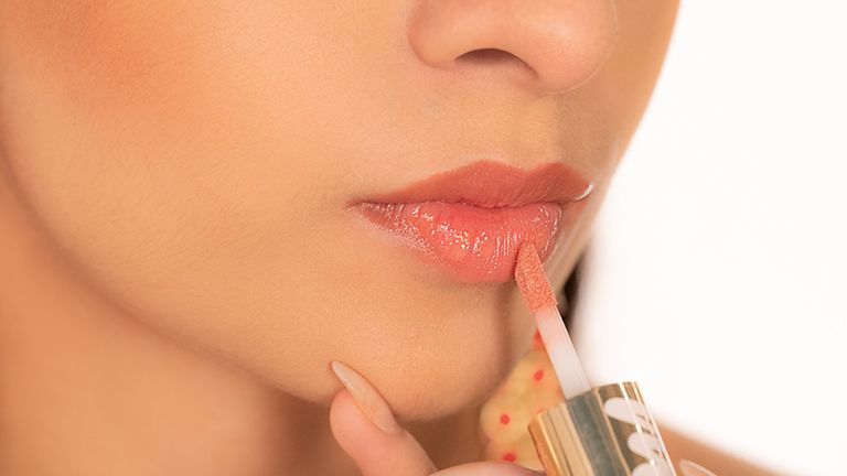 glossy-lips-are-back-on-the-beauty-scene