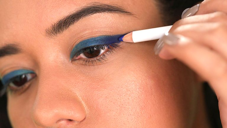 go-bold-with-the-coloured-eyeliner-trend.