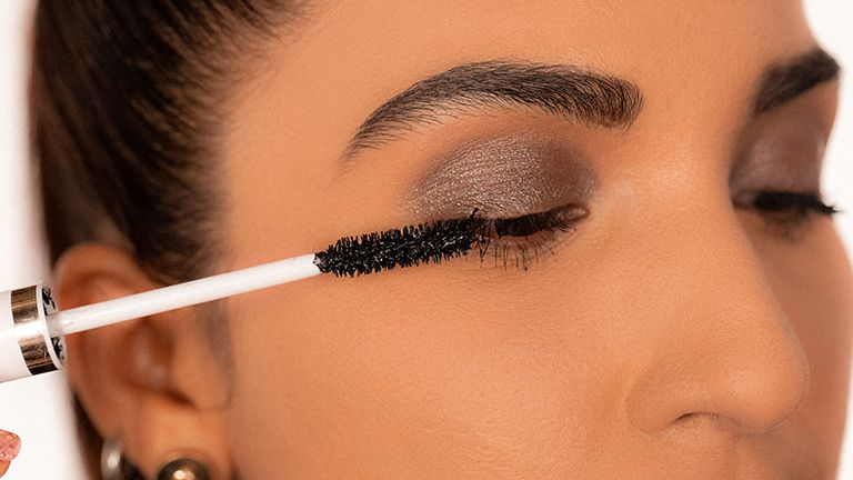 mascara-hacks-and-mistakes-to-avoid-1