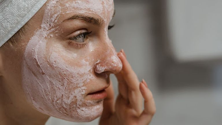 Need To Exfoliate? 6 Best DIY Face Scrubs For Every Skin Type