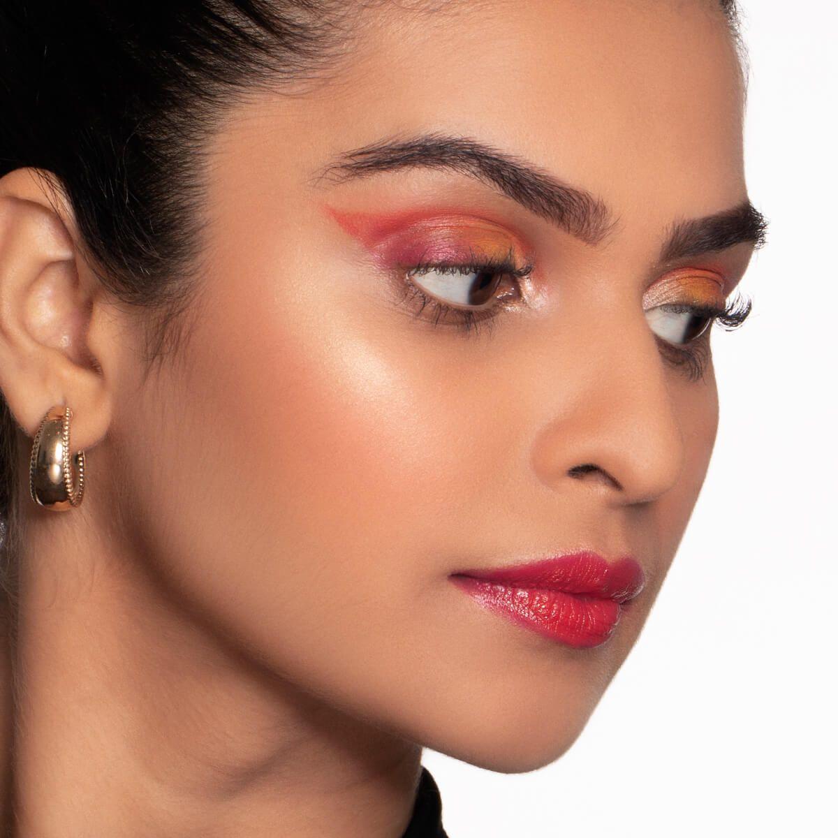 How to get Neon Makeup Look