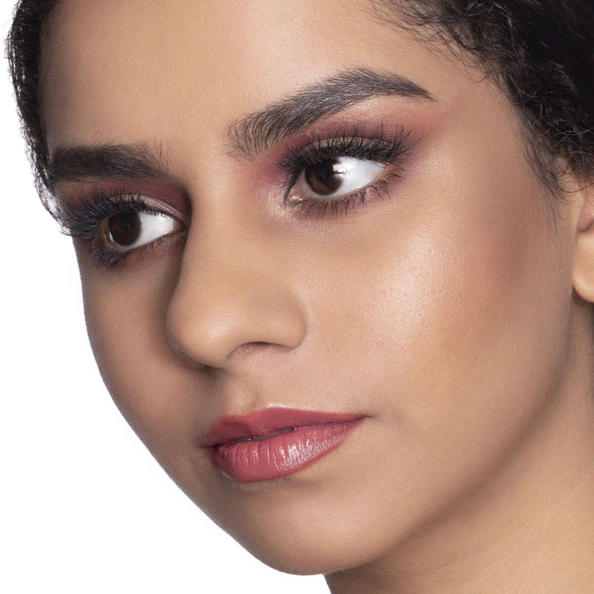 Celebrity Inspired Makeup : FKA Twigs's Makeup Look