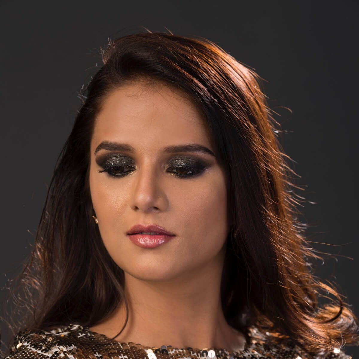 Shipra Khanna's Smouldering Eyes Makeup Look
