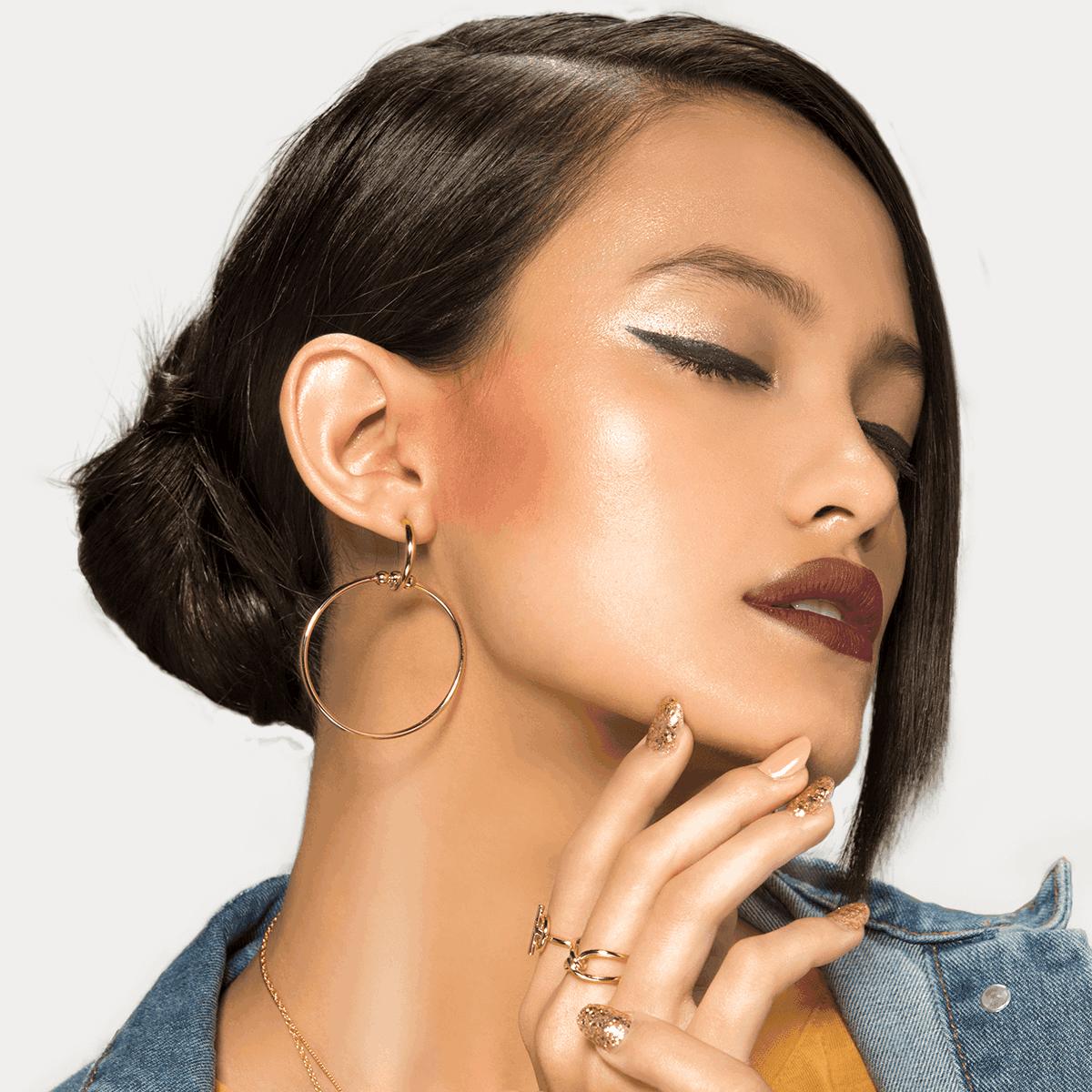 Diva Makeup Look - Dark Lips & Sharp Eyeliner